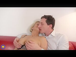 Mom gets huge facial after massage and sex