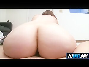 18 Year Old Thick Reverse Cowgirl Redhead Amateur Lizzie Tuc